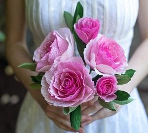 Tự làm hoa hồng bằng giấy lung linh miễn chê