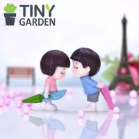 Cặp đôi cầm ô