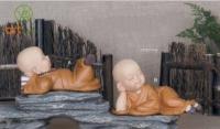 Tượng chú tiểu an nhiên (bộ 2 tượng nằm)