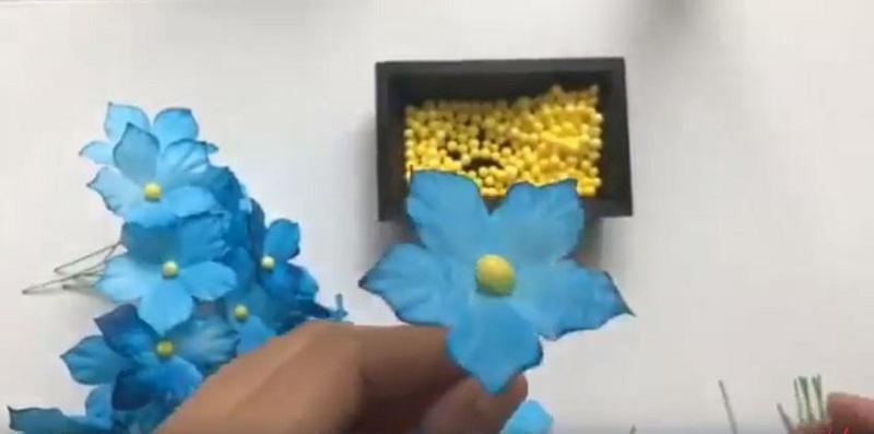 Gắn nhụy cho hoa
