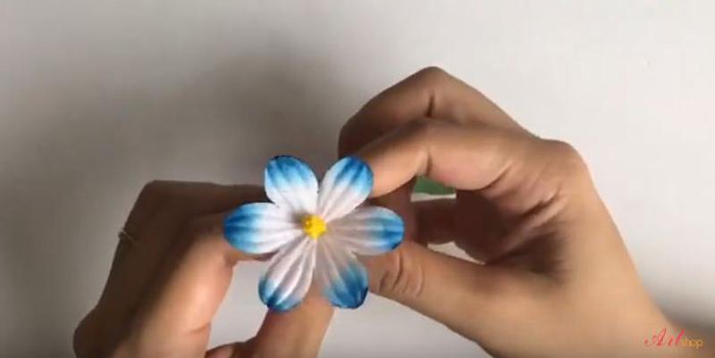 Gắn nhụy vào hoa