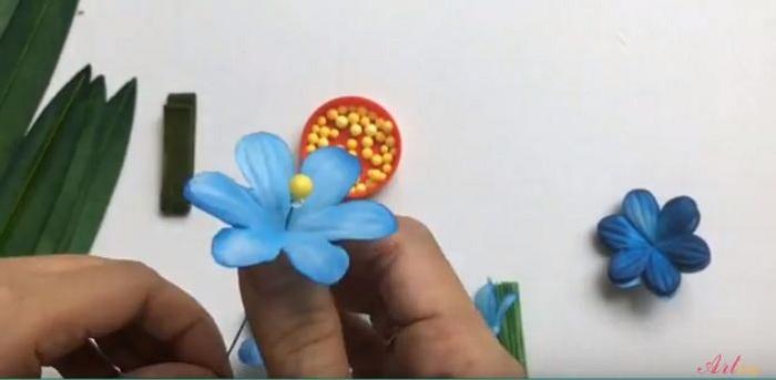 Gắn thêm nhụy cho hoa