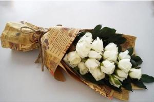SIÊU ĐỘC ĐÁO khi gói hoa bằng GIẤY BÁO